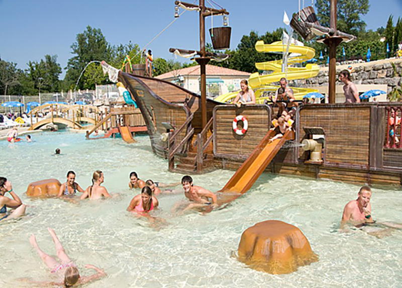 Camping Le Pommier-Piscine Pirates Enfants
