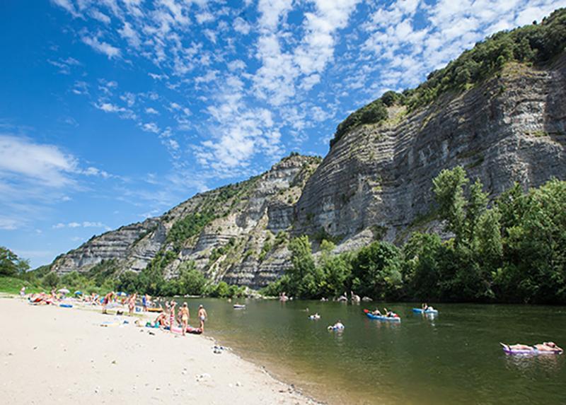 la-grand-terre-Plage-privée-riviere