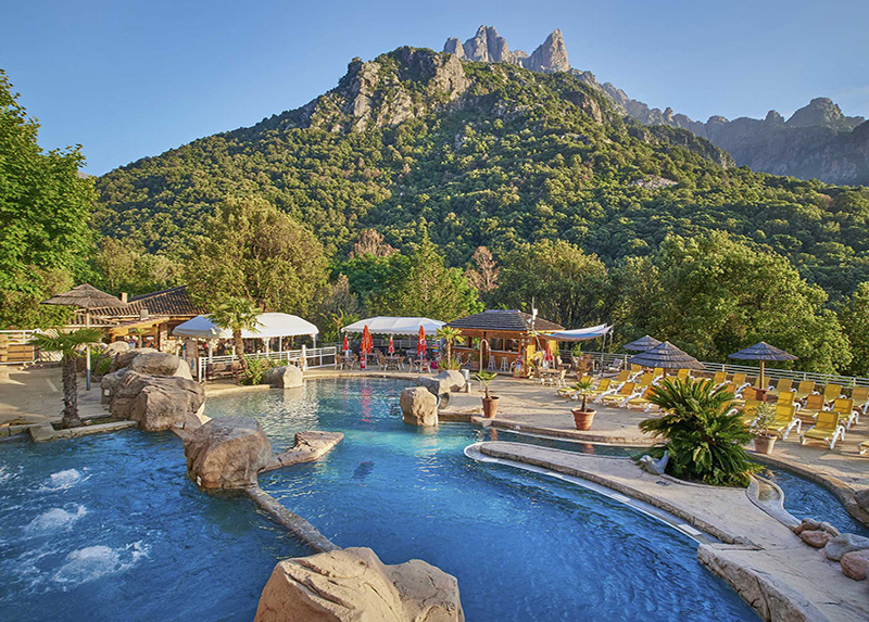 Camping Les Oliviers-piscine camping vue montagne