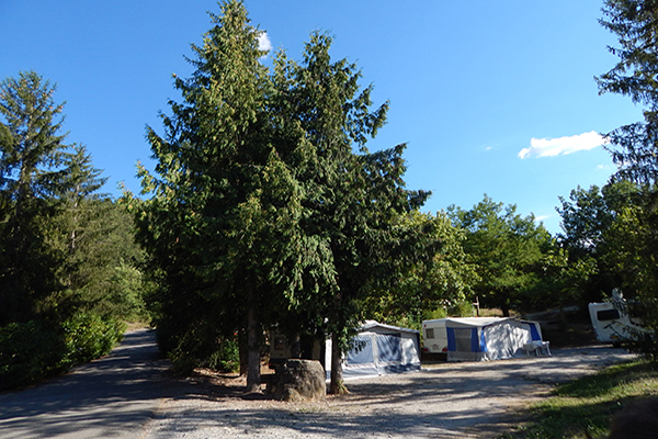 Camping-Le-Chene-Tallard-Camping-Montagne-Emplacement